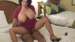 Brunet Granny hard anal
