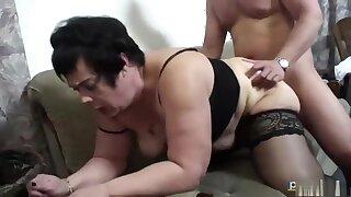 Marco wil zijn schoonmoeder laten neuken door een pornoster