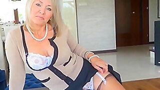 Hot Mature Woman (non-nude)