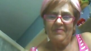 Granny 60 yo shows herself on webcam! Amateur!