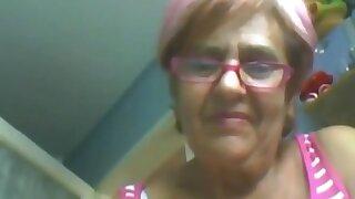 Granny 60 yo shows herself on webcam! Amateur!