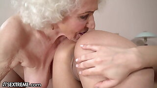 Hot 18yo Babe Fantasizes To Fuck A GILF At The Hotel