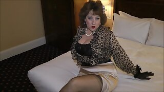 Fucking a sexy grandma in the hotel room