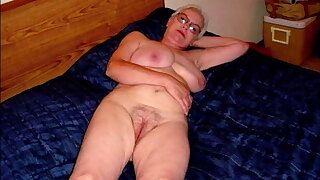 0007 Nude pussies of mature grannies