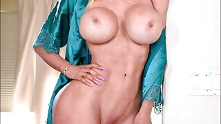 0014 Nude pussies of mature grannies